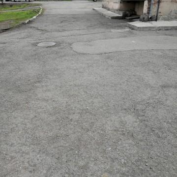 Изображение объекта Дворовая территория по адресу: ул. Горького, 19, г. Ленинск-Кузнецкий