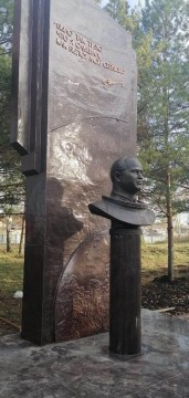 Изображение объекта Установка памятника А. А. Леонову, д. Листвянка