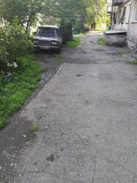 Изображение объекта Дворовая территория по адресу: ул. Зварыгина, 4, г. Ленинск-Кузнецкий